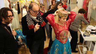 """""""C'est pas le ballet de noêl mais un ballet qui parle du merveilleux. Même en paysanne Nouredda doit faire rêver, car on est dans la danse, on est à Garnier. Il a fallut quand même alléger la coiffe et la jupe de la danseuse car le public vient non pas voir des costumes mais un ballet, une chorégraphie et les prouesses de la troupe de l'Opéra de Paris qui est sublime"""".  (DR Didier Dahan)"""