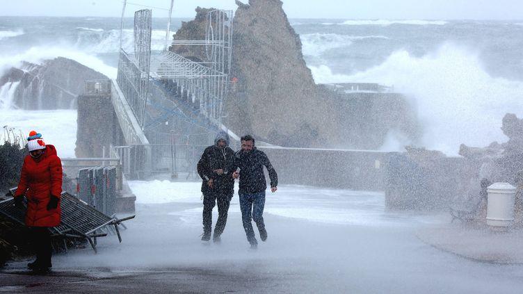 La tempête Bruno balaye la ville de Biarritz (Pyrénées-Atlantiques), le 27 décembre 2017. (MAXPPP)