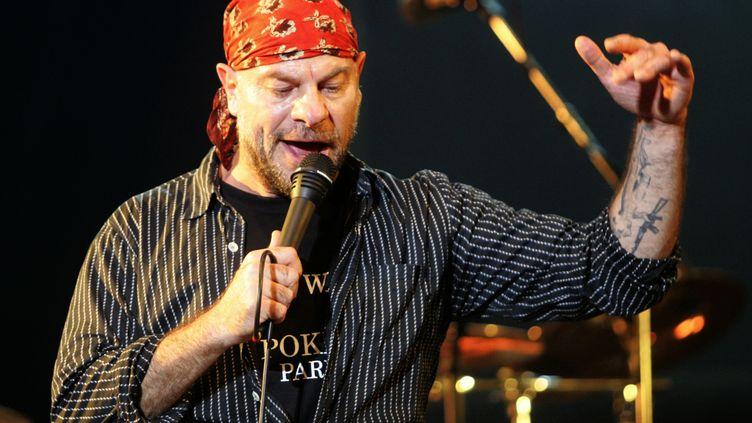 Bernie Bonvoisin, le chanteur du groupe Trust, lors du festival des Terre-Neuvas. (ANDRE DURAND / AFP)