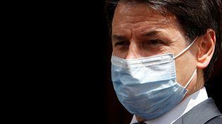 Le Premier ministre italien Giuseppe Conte portant un masque à Rome, le 20 mai 2020. (REMO CASILLI / REUTERS)