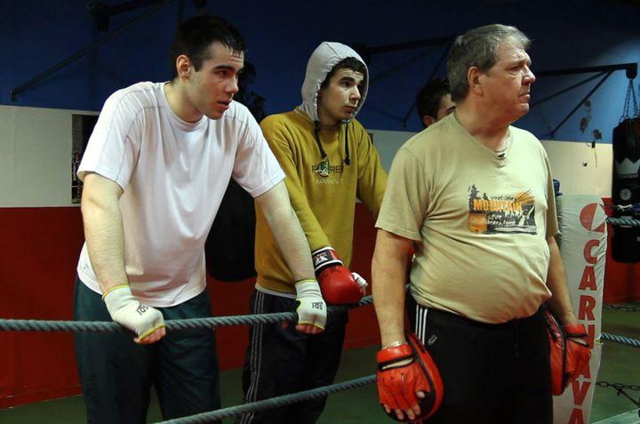Hubert Pellerin lors d'un entraînement de boxe avec les jeunes du boxing club rouennais  (Barbara Pellerin)