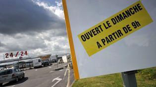 Une pancarte, photographiée sur le parking d'un supermarché à Cabourg (Calvados),le 24 juillet 2013. (MYCHELE DANIAU / AFP)
