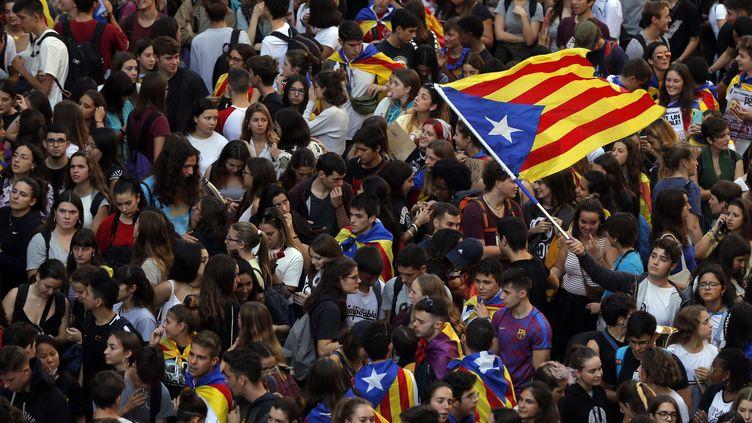 Une manifestation d'indépendantistes catalans à Barcelone (Espagne), le 17 octobre 2019. (PAU BARRENA / AFP)