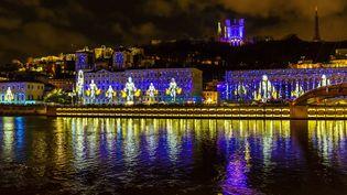 Lyon baigné de jeux de lumière pendant la Fête des Lumières le 8 décembre 2018. (JACQUES PIERRE / HEMIS.FR / HEMIS.FR)