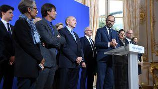 Le Premier ministre Edouard philippe, entouré de membres du gouvernement, le 11 septembre 2017 à Matignon à Paris. (ALAIN JOCARD / AFP)
