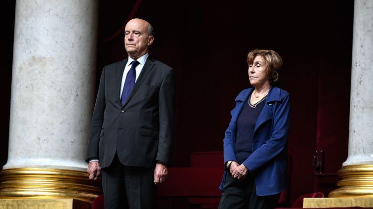 Les anciens Premiers ministres Alain Juppé et Edith Cresson, lors de la minute de silence observée pour Jacques Chirac, le 1er octobre 2019. (STEPHANE DE SAKUTIN / AFP)