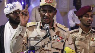 """Le général Mohamed Daglo alias """"Hemetti"""", vice-président du Conseil militaire qui a pris le pouvoir au Soudan après le renversement du président Omar el-Béchir à Khartoum, au Soudan, le 18 mai 2019. (AP/SIPA / AP)"""
