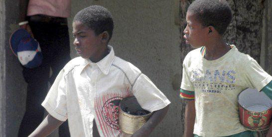 Enfants talibés mendiant dans les rues de Dakar (Photo AFP/Moussa Sow)