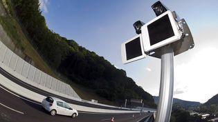 Le premier radar-tronçon a été mis en service le 25 août 2012 à Beure, près de Besançon (Doubs). (SEBASTIEN BOZON / AFP)