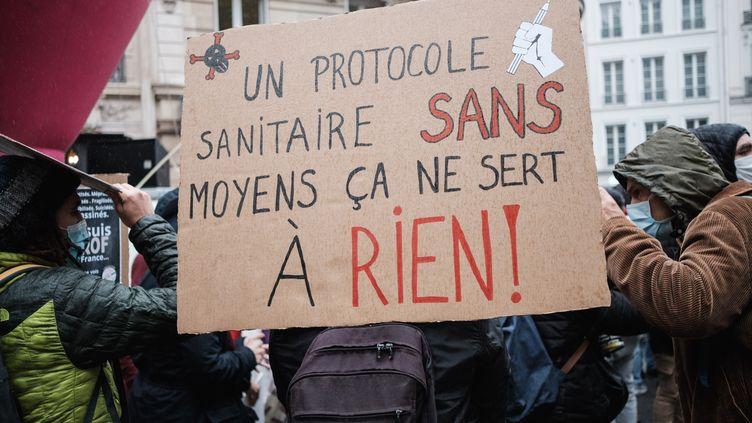 Les professeurs avaient déjà fait grève en novembre 2020 pour réclamer un réel protocole sanitaire et des moyens pour l'appliquer (photo d'illustration). (LUCAS BOIRAT / HANS LUCAS)