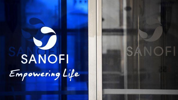 Logo de Sanofi, au siège de l'entreprise à Paris. (FRANCK FIFE / AFP)