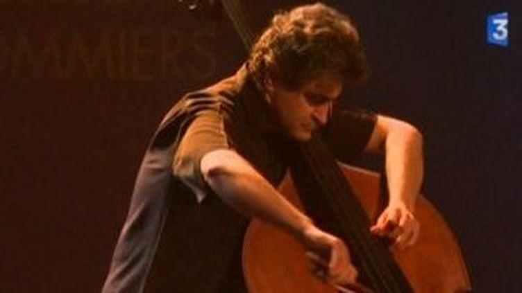 Renaud Garcia-Fons en concert à Jazz sous les pommiers  (Culturebox)