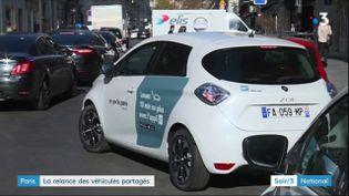 Une voiture en location partagée dans Paris (France 3)