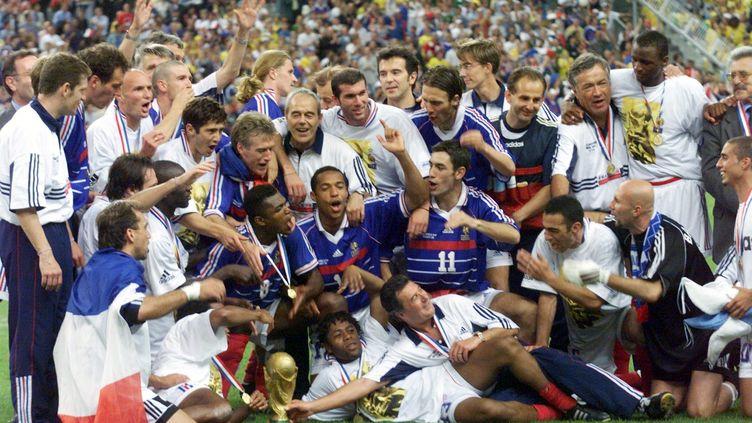 Le 12 juillet 1998, après deux buts de Zinédine Zidane et un but Emmnauel Petit, la France s'impose face au Brésil en finale de la Coupe du monde. (COLINET RICHARD / MAXPPP TEAMSHOOT)