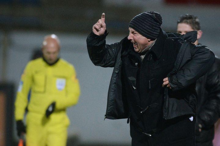 L'entraîneur de Montpellier Rolland Courbis, lors du match Lorient-Montpellier, le 31 janvier 2015. (JEAN-SEBASTIEN EVRARD / AFP)
