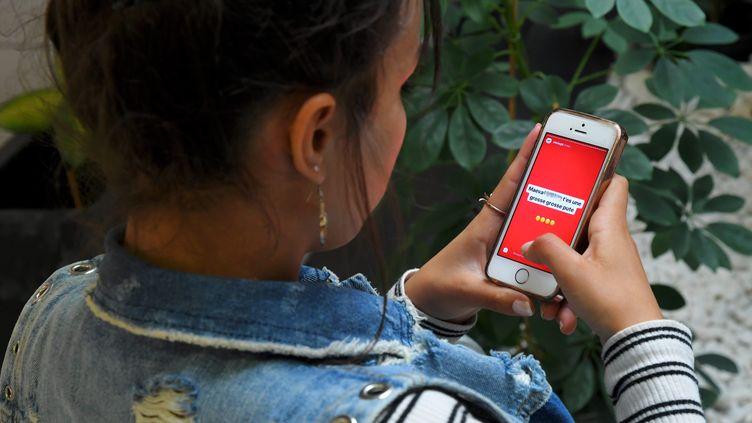 Une vingtaine de femmes ont porté plainte pour cyberharcèlement après avoir reçu des messages d'insultes et des menaces de mort sur la messagerie Curiouscat. (MICHEL CLEMENTZ / MAXPPP)