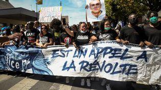Une marche à Beaumont-sur-Oise, le 18 juillet 2020, contre les violences policières, à laquelle avait participé la famille de Gaye Camara. (BERTRAND GUAY / AFP)