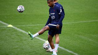 Presnel Kimpembe à l'entraînementau stade de France, le 7 juin (FRANCK FIFE / AFP)