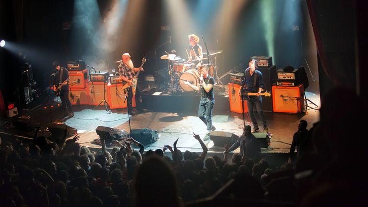 L'authentique photo du groupe américainEagles of Death Metal avant l'attaque au Bataclan à Paris, le 13 novembre 2015. (MARION RUSZNIEWSKI / ROCK&FOLK / AFP)