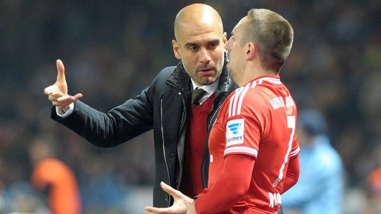 Franck Ribéry en discussion avec Pep Guardiola (OLIVER MEHLIS / ZB)