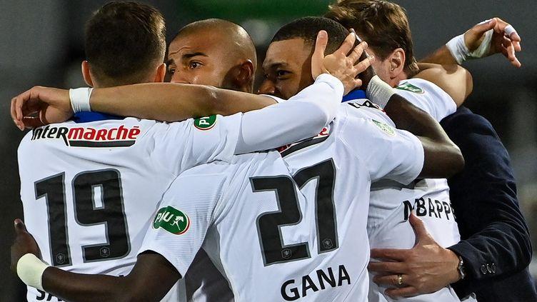 La joie des Parisiens après le premier but de Kylian Mbappé, le 12 mai 2021 contre Montpellier. (PASCAL GUYOT / AFP)