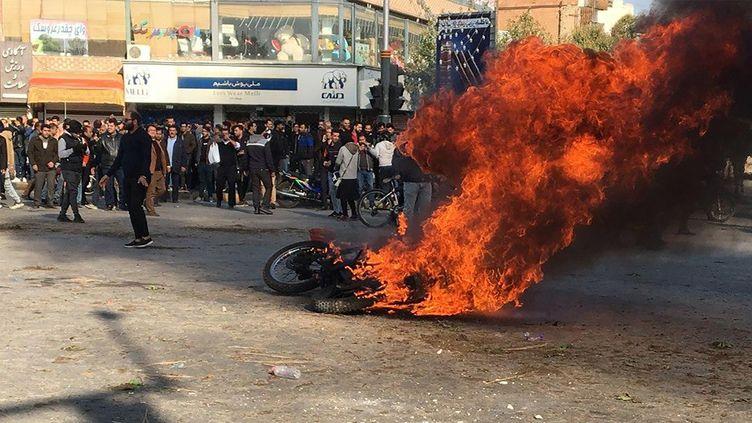 Emeute à Isfahan (Iran) à cause d'une hausse du carburant, le 16 novembre 2019. (AFP)