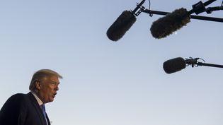 Donald Trump parle à la presse à son arrivée à la Maison Blanche, à Washington (Etats-Unis), le 27 septembre 2017. (SAUL LOEB / AFP)