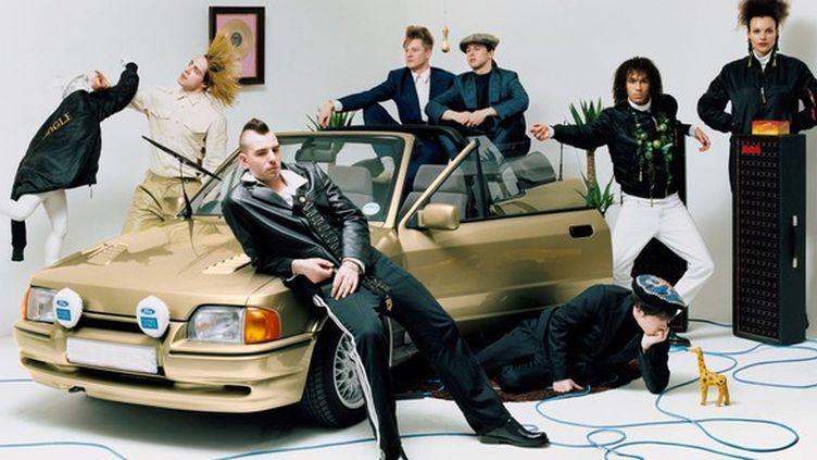 Jungle, avec, dominant la situation à l'arrière du véhicule, ses leaders T (à gauche) et J (à droite).  (XL Recordings)
