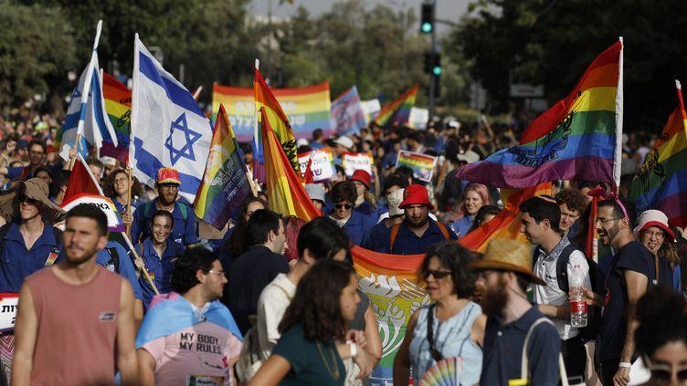 Des participants à la 18e Marche des fiertés de Jérusalem, le 3 juin 2021. (MENAHEM KAHANA / AFP)