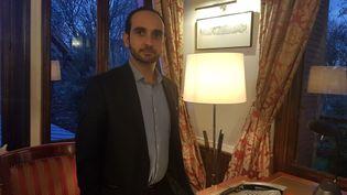 Le maire de Sarcelles, Patric Haddad, dans son bureau de l'hôtel de Ville, le 19 décembre. (MAXPPP)