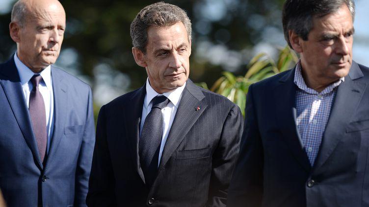 Alain Juppé et Nicolas Sarkozy lors des universités d'été de la fédération locale des Républicains à La Baule (Loire-Atlantique), le 5 septembre 2015. (JEAN-SEBASTIEN EVRARD / AFP)