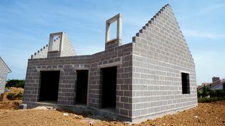 Les mises en chantiers ont continué à se détériorer entre mai et juillet 2014, avec un recul de 13,3% sur un an. (JAMES HARDY / ALTOPRESS / AFP)