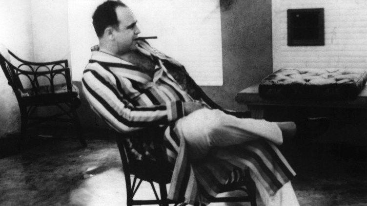 Photo d'Al Capone, en robe de chambre, en 1930, au sommet de sa splendeur... (UPI - AFP)