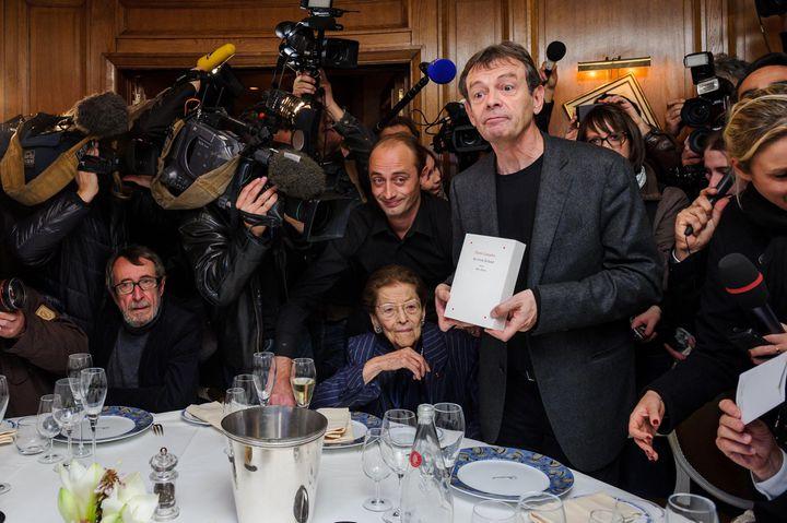"""Pierre Lemaitre, lauréat du prix Goncourt pour """"Au revoir là-haut"""", à Paris le 4 novembre 2013 (CHRISTOPHE PETIT TESSON / MAXPPP)"""
