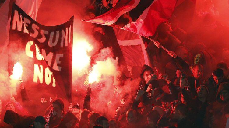 Un groupe de supporters niçois (VALERY HACHE / AFP)