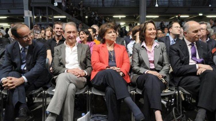 François Hollande, Bertrand Delanoë, Martine Aubry, Ségolène Royal et Laurent Fabius, le 28 mai 2011 à Paris. (AFP / BERTRAND GUAY)