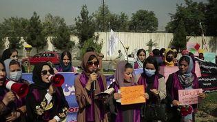 Afghanistan : face au retour des talibans, des Afghanes se révoltent. (FRANCEINFO)