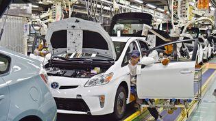Une chaîne de montage dePrius, dans l'usine de Tsutsumi, l'un des principaux sites de production de Toyota au Japon, en décembre 2014. (KAZUHIRO NOGI / AFP)