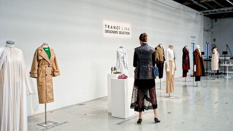 Durant la Fashion Week de Paris, les designers exposent leurs créations, comme au salon Tranoï. (DANIEL PIER / NURPHOTO)