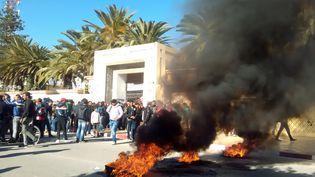 Manifestation contre le chômage et la pauvreté à Sidi Bouzid (Tunisie) le 21 janvier 2016. (MOKHTAR KHOULI / AFP)