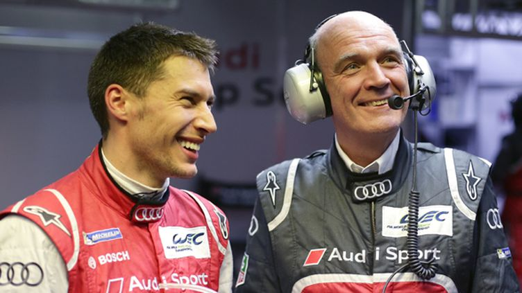 Loïc Duval et le Dr Wolfgang Ullrich (Audi) ont le sourire (AUDI COMMUNICATIONS MOTORSPORT / AUDI COMMUNICATIONS MOTORSPORT)