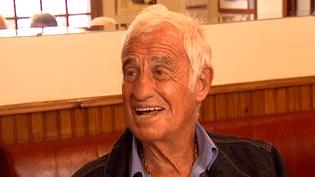 Jean-Paul Belmondo attablé au Cabaret Normand de Villerville (Calvados), le 22 septembre 2014  (France 3 )