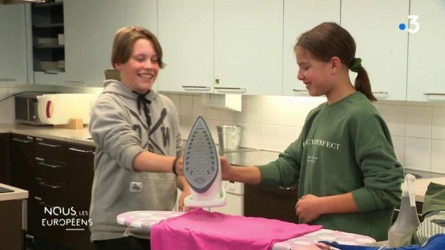 VIDEO. Finlande : des cours d'économie domestique à l'école (cuisine, repassage, pliage de draps...) pour garçons et filles