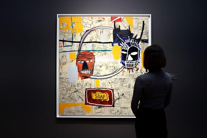 """Untitled ( Soap)"" de Jean-Michel Basquiat chez Christie's à New York, le 7 mai 2021. (CINDY ORD / GETTY IMAGES NORTH AMERICA)"