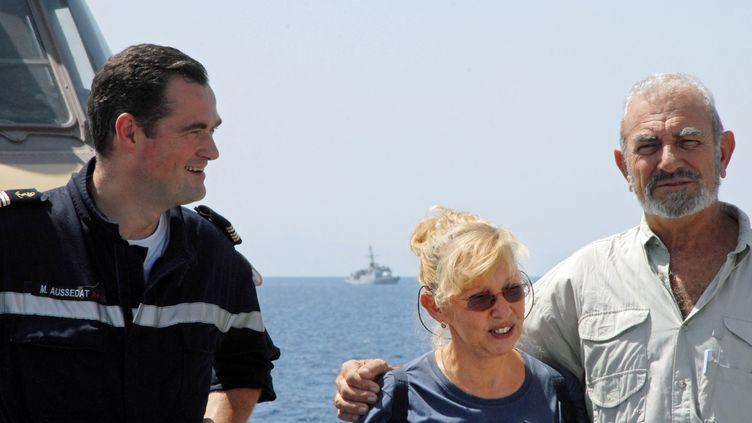 Jean-Yves et Bernadette Delanne, skippers expérimentés résidant en Polynésie française, ont été retenus treize jours par des pirates somaliens à bord de leur voilier le Carré d'as et libérés par les forces spéciales. (MINISTERE DE LA DEFENSE/AFP)