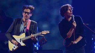 Laurent Brancowitz (à gauche) et Thomas Mars (à droite) lors d'un concert à Las Vegas, en septembre 2013. (ETHAN MILLER / GETTY IMAGES NORTH AMERICA)