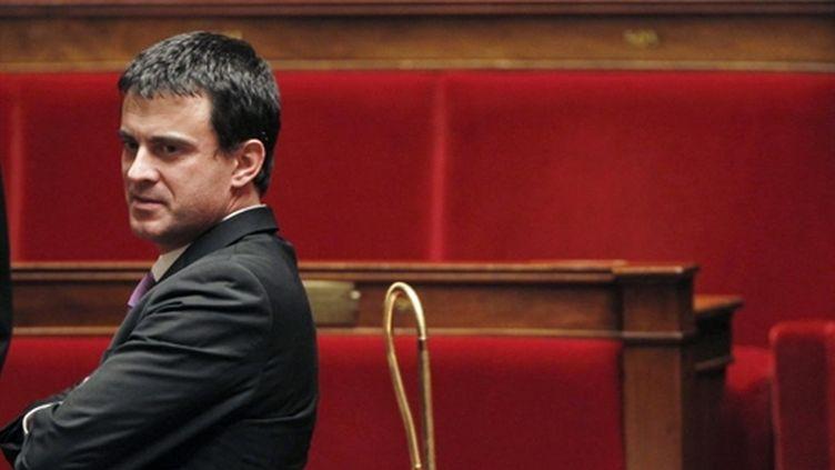 Le député Manuel Valls pose à l'Assemblée  le 21 décembre 2010 avant son intervention sur la loi Loppsi 2 (AFP/JOEL SAGET)