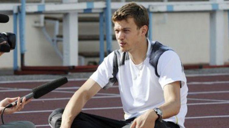 Christophe Lemaitre conserve ses titres sur 100, 200 et 4x100 m aux championnats de France d'Angers. Renaud Lavillenie se perche à 5,85 m, pour son cinquième concours à  5,82 m ou plus.