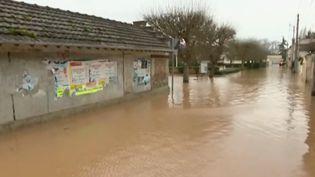 En direct de Condé-Sainte-Libiaire (Seine-et-Marne), Sophie Rodier revient sur la situation sur place alors que la commune fait face aux inondations. (FRANCE 2)