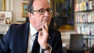 L'ancien président de la République François Hollande dans ses bureaux parisiens le 4 novembre 2020 (BERTRAND GUAY / AFP)